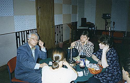 Александр Марчаковский беседует со своим бывшим педагогом Павлом Нечепоренко в прямом эфире